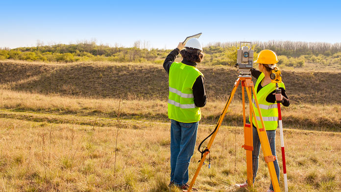 3 Reasons Why You Need A Land Surveyor Rather Than Measuring It Yourself